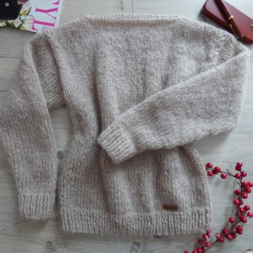 Beżowy sweter moherowy
