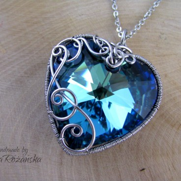 Wisiorek Swarovski Heart Bermuda Blue 28mm, wire wrapping, stal chirurgiczna